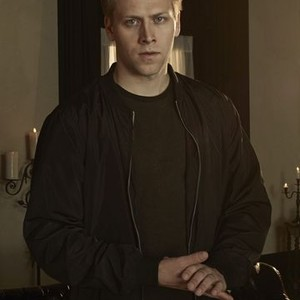 Carl Lundstedt as Liam