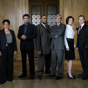 S. Epatha Merkerson, Jeremy Sisto, Anthony Anderson, Sam Waterston, Alana De La Garza and Linus Roache (from left)