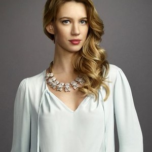 Yael Grobglas as Petra