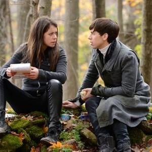 Orphan Black: Season 2, Episode 3, Sarah (Tatiana Maslany) and Felix (Jordan Gavaris)