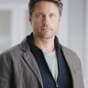 Martin Henderson as Nathan Riggs