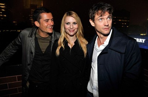 """Burberry Lights Up NYC Skyline For First Time on """"BURBERRY DAY"""" - Inside"""