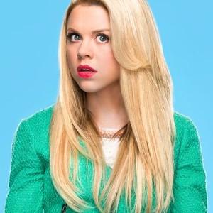 Bailey Buntain as Lauren