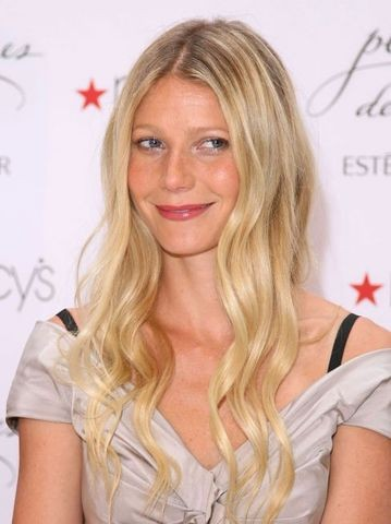 Gwyneth Paltrow Launches Estee Lauder's pleasures delight Fragrance at Macy's in Chicago