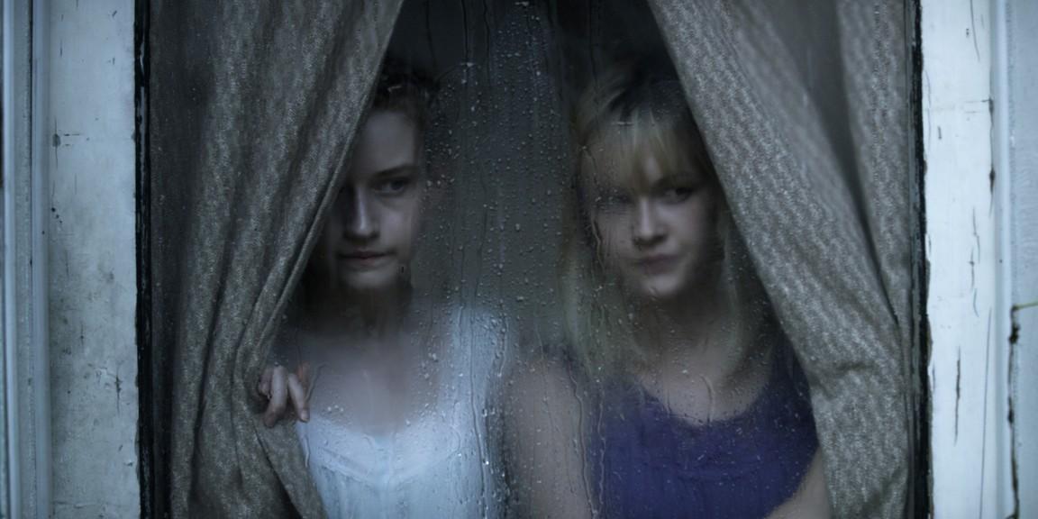 Ambyr Childers & Julia Garner as Iris & Rose in We Are What We Are (2013)