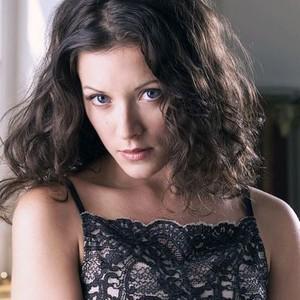 Elizabeth Bogush as Jenny Williams