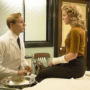 Masters of Sex (season 2, episode 2): Teddy Sears as Dr. Austin Langham and Rose McIver as Vivian Scully