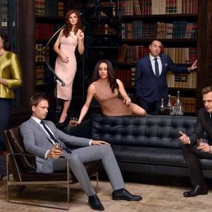 Gina Torres, Patrick J. Adams, Sarah Rafferty, Meghan Markle, Rick Hoffman and Gabriel Macht (from left)