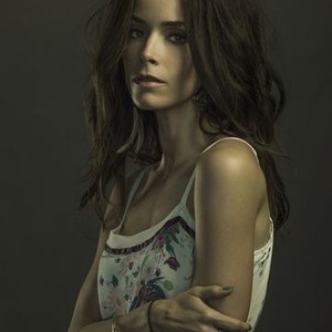 Abigail Spencer as Amantha Holden