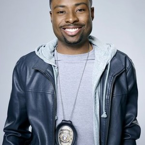 Justin Hires as Detective Carter