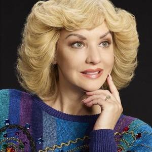 Wendi McLendon-Covey as Beverly Goldberg