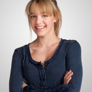 Sadie Calvano as Violet
