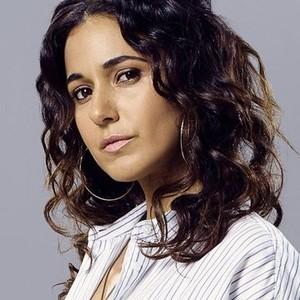 Emmanuelle Chriqui as Gina