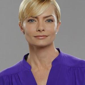Jaime Pressly as Jill