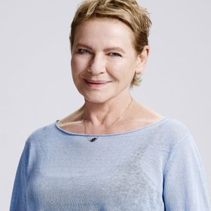 Dianne Wiest as Joan