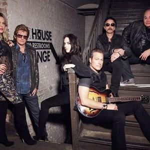Elaine Hendrix, Denis Leary, Elizabeth Gillies, John Corbett, John Ales, and Robert Kelly (from left)