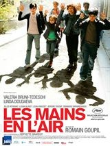 Les mains en l'air (Hands in the Air)