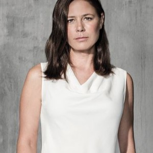 Maura Tierney as Helen