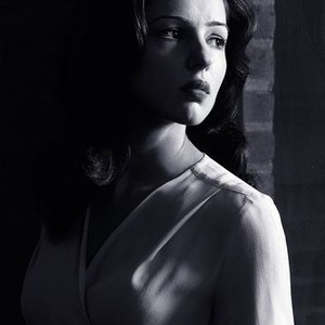 Annet Mahendru as Nina