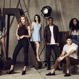 Charlie DePew, Georgie Flores, Bella Thorne, Niki Koss, Keith Powers, Carter Jenkins, Pepi Sonuga, and Perrey Reeves (from left)
