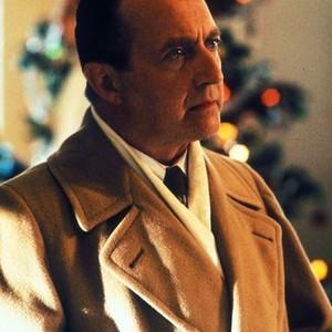 Ken Jenkins as Mike Sloan, Sr.