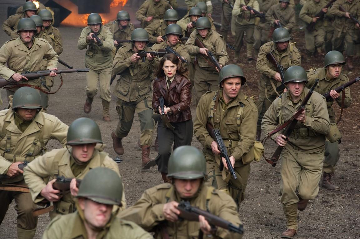 Film 'Captain America: The First Avenger' mengambil latar waktu ketika terjadi peristiwa Perang Dunia II.