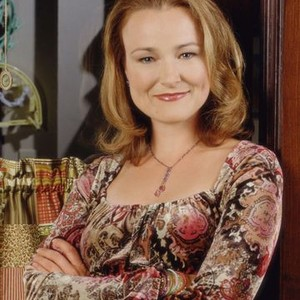 Jennifer Irwin as Linda Michaels