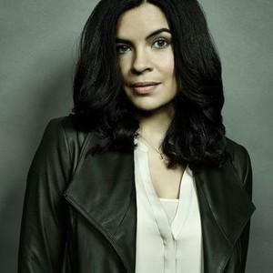 Zuleikha Robinson as Gwen