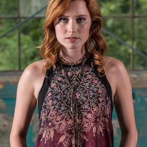Hannah Anderson as Sarah Jane