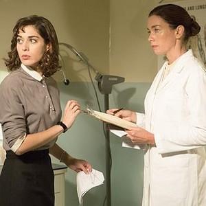 Masters of Sex (season 2, episode 2): Lizzy Caplan as Virginia Johnson and Julianne Nicholson