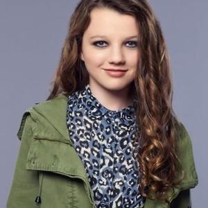 Stefania Owen as Dorrit Bradshaw