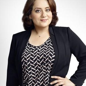 Artemis Pebdani as Linda