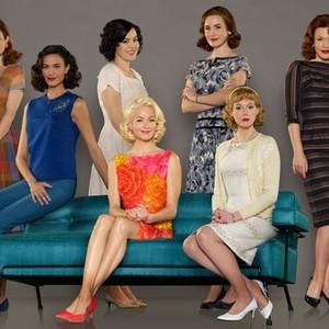 JoAnna Garcia Swisher, Odette Annable, Azure Parsons, Yvonne Strahovski, Dominique McElligott, Zoe Boyle and Erin Cummings (from left)