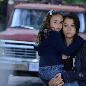 Orphan Black: Season 2, Episode 2, Sarah (Tatiana Maslany) and Kira (Skyler Wexler)