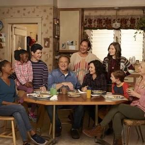 Maya Lynne Robinson, Jayden Rey, Michael Fishman, John Goodman, Laurie Metcalf, Sara Gilbert, Emma Kenney, Ames McNamara and Lecy Goranson (from left)