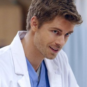 Luke Mitchell as Lincoln Campbell