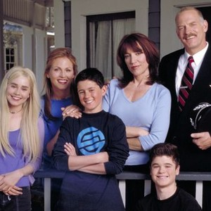 Alison Lohman, Noelle Beck, Eli Marienthal , Katey Sagal, Casey Sander and Nathan Lawrence (clockwise from left)