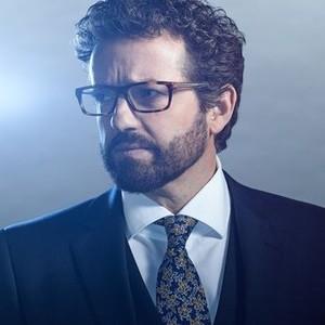 Louis Ferreira as Detective Oscar Vega