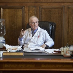 Pictured: Charles Grodin as Dr. Bigelow. CR: K.C. Bailey/FX