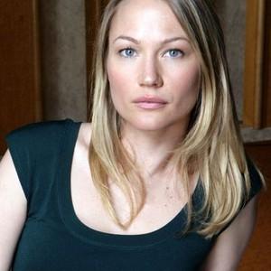 Sarah Wynter as Beth Walsh