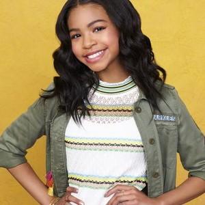 Navia Robinson as Nia