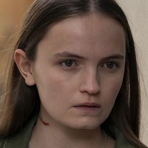 Anna Worth (ABIGAIL LAWRIE)
